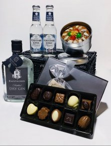 Dry Gin Celebration Hamper containing Dry Gin 35cl, Sloe Port Fruit Cake, 2 x 200ml Skinny Yorkshire Tonics and Belgian Chocolates